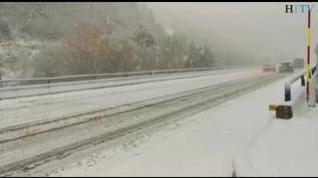La nieve vuelve a complicar la circulación en las carreteras del Pirineo