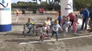 Un niño con parálisis cerebral participa en carreras de atletismo en Valencia