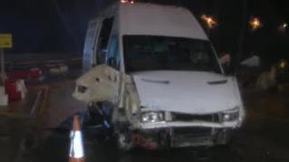 Una furgoneta kamikaze atraviesa la frontera de Ceuta cargada con 52 inmigrantes