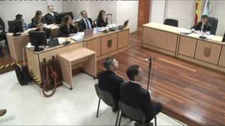 """Juan Carlos Quer expulsado de la sala del juicio tras gritarle a 'El Chicle': """"Podría haber sido tu hija"""""""