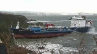 Buque embarrancado en Galicia: Prioridad extrer el fuel