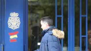 El abogado de la SD Huesca José Maria Oliván, a su llegada a la comisaría provincial de Huesca, este martes
