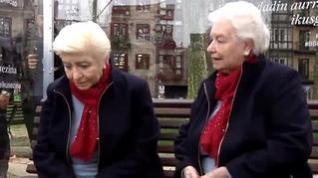 Una escultura hiperrealista ubicada en Bilbao denuncia la soledad de las personas mayores