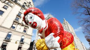 Desfile de globos de Macy's pese al viento