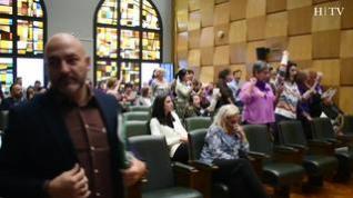 Feministas interrumpen el pleno cantando el 'Bella Ciao' cuando se debatía la creación de una asesoría a embarazadas