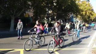 Manifestación (en bici y patines) en Zaragoza para paliar el cambio climático