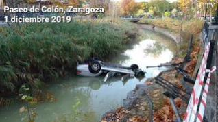 Un coche cae al Canal Imperial de Zaragoza