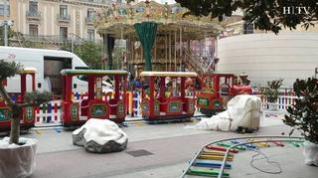 Últimos preparativos del Mercado de Navidad de la plaza del Pilar de Zaragoza