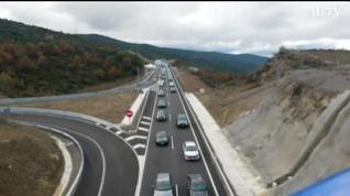 Monumental atasco en el puerto de Monrepós pese a ser ya autovía