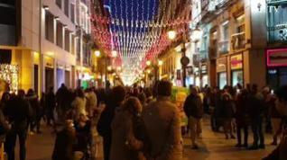 La bandera de España ilumina Zaragoza en el Día de la Constitución