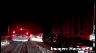 Una fuerte nevada colapsa la autovía de Monrepós, en Huesca