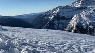 García Egea practica el esquí de travesía en el Pirineo