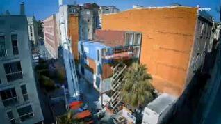 El Ayuntamiento de Barcelona estrena sus primeras casas-contenedor