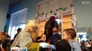 Los Reyes Magos visitan la guardería de la Hermandad del Refugio de Zaragoza