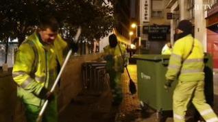 Se acaba la fiesta... y toca limpieza en la plaza del Pilar de Zaragoza