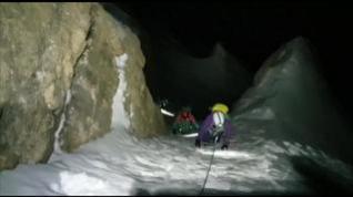 Complicado rescate de madrugada y con nieve de dos montañeras en Peña Telera