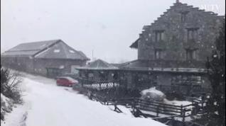 Espectaculares imágenes de la nieve en Llanos del Hospital