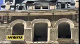 Un dron visita las ventanas de la estación de Canfranc
