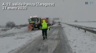 La nieve complica la circulación en una veintena de carreteras de Zaragoza