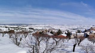 Valdehorna, rodeada de nieve