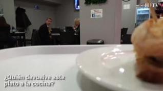 El primer robot que ejerce de camarero llega a Zaragoza