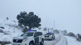 Imágenes de la Guardia Civil de tráfico, durante el temporal de nieve en Teruel