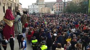 Miles de zaragozanos celebran San Valero entre roscones, cabezudos, jotas y museos