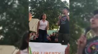 Lindsi Reyes durante una protesta en México