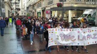 Cientos de escolares salen a la calle en Zaragoza para celebrar el Día de la Paz