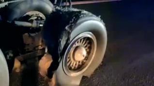Así ha quedado la rueda que provocó el aterrizaje de emergencia