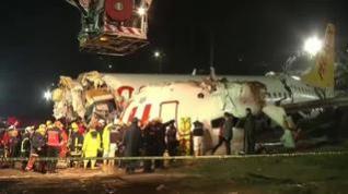 Al menos 3 muertos en un accidente aéreo en Estambul