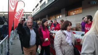 """Jueves Lardero en Zaragoza: """"Vengo todos los años a comerme un buen bocadillo de longaniza"""""""