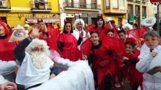 Ganas de fiesta y mucho color en las calles de Zaragoza con el desfile de Carnaval