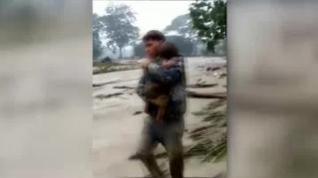Emocionado rescate de un bebé que pasó seis horas sepultado por una avalancha de lodo