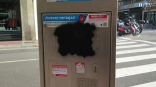 Pintan las pantallas de varios parquímetros del centro de Zaragoza