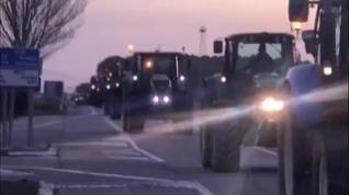 Decenas de tractores acuden a la manifestación de los agricultores en Zaragoza