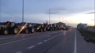 Agricultores de Fuentes de Ebro acuden a la tractorada de Zaragoza