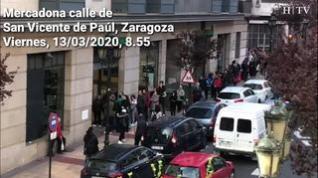 Croonavirus: Decenas de personas hacen fila a las puertas algunos supermercados en Zaragoza