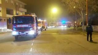 Un aparatoso incendio atrapa a 5 vecinos de Utebo y obliga a rescatarlos por la ventana