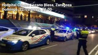 Homenaje de taxistas y Policía Local a los sanitarios del Hospital Clínico de Zaragoza