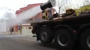 La UME adapta cañones de nieve para desinfectar un pueblo de Toledo
