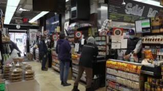 Las tiendas de alimentación de Nueva York abren 24 horas por la crisis del COVID-19