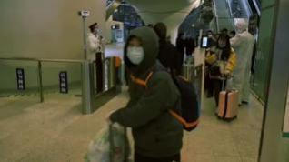 La estación de tren de Wuhan retoma su actividad tras permanecer meses clausurada
