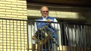 Los tambores suenan al unísono en los balcones de Alcañiz