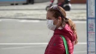 La OMS asegura que el virus no se transmite a distancia por el aire