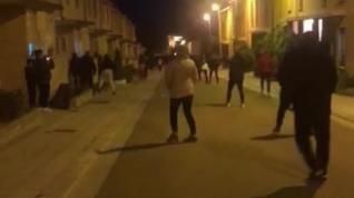 Vecinos de la calle de La Faceda de Tarazona se saltan el confinamiento bailando y cantando