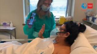 Reencuentro de una madre con su hija en el Hospital 12 de octubre de Madrid