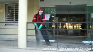 Los Bomberos de la Diputación de Zaragoza desinfectan la residencia de Caspe