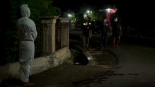 Indonesia saca fantasmas a las calles para que los vecinos no rompan la cuarentena