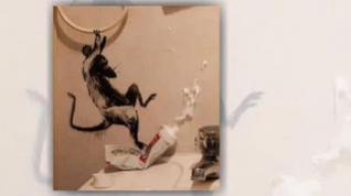 Bansky reaparece durante el confinamiento con una obra de arte en el baño de su casa